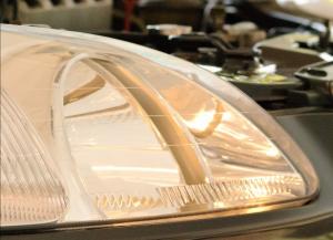 چطور لامپ چراغ خودرو را تعویض کنیم؟ - چراغ خودرو را روشن کنید