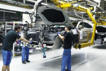 نیکنام | تولید داخلی، مانعی برای خروج دلار